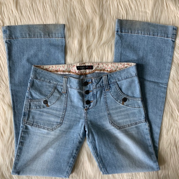 American Eagle Outfitters Denim - American Eagle Flare Leg Jeans, Light Wash, Size 6